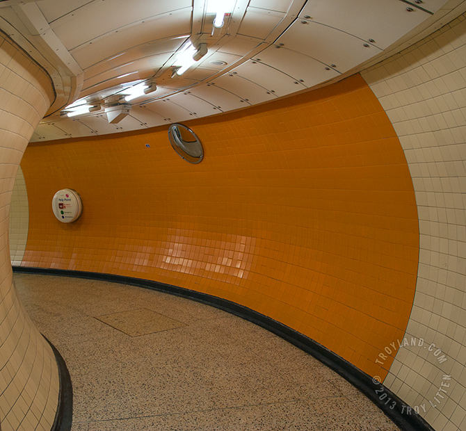 London_TubePassage_WM_670