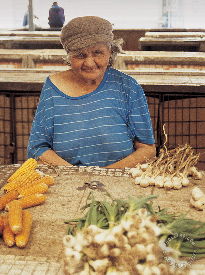 People_PolandMarketLady_WM_670